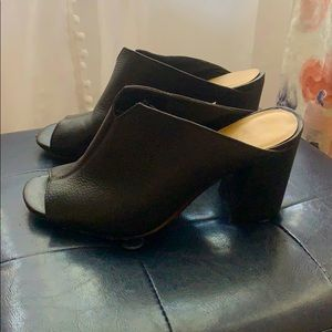 Super cute! Size 7 black Vince Camuto heels